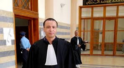 """أنباء عن مغادرة محامي الحراك """"البوشتاوي"""" للتراب الوطني"""
