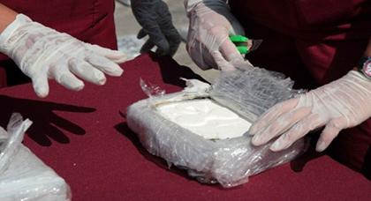 مثير.. اعتقال أحد بارونات الكوكايين يكشف أسرار عصابة دولية تنفذ غزواتها عرض البحر المتوسط