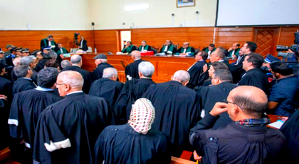 محاميتان تنهاران بالبكاء بعد سماع ظروف اعتقال نشطاء حراك الريف والتحقيق معهم أمام الفرقة الوطنية