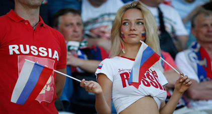 وعود بهدايا هامة للمغاربة الذين سيشربون الخمر ويقبلون  صديقاتهم في روسيا خلال أيام المونديال