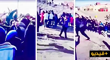 فيديو مفجع.. محتجون بجرادة يقيدون أنفسهم بالسلاسل ويتقدمون إلى الشرطة مطالبين باعتقالهم جميعا