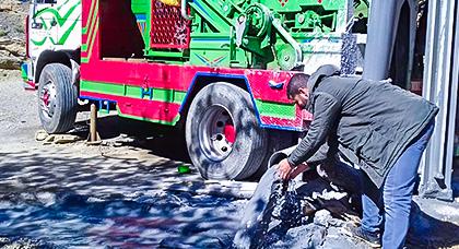 متطوعون ومحسنون بالحسيمة ينجحون في العثور على الماء بعد حفرهم لبئر من 73 متراً