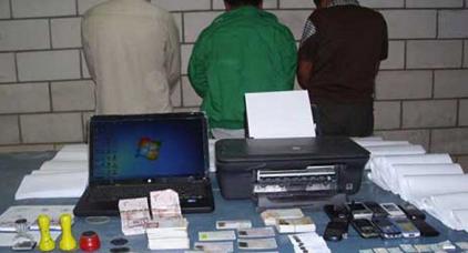 شبكة تزوير وثائق الرواج البنكي وعقود الزواج للحصول على الفيزا تقع في قبضة الأمن