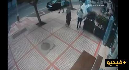 شوفو هاد المسخوط.. شفر محل للمفروشات بلا ما يعيقو به وشداتو الكاميرا