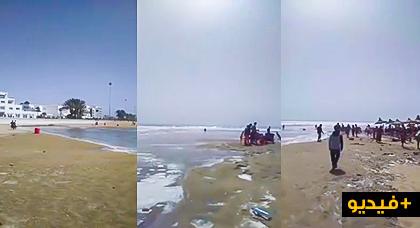 ميني تسونامي يضرب بقوة شاطئ أكادير وسط هلع المصطافين وهاشنو وقع