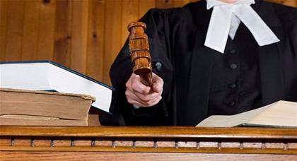 """قاض يشترط حكما """"غريبا"""" ضد متهم بالإسائة إلى الأديان السماوية"""