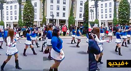 شاهدوا.. نساء بلباس مثير يرقصن في مسيرة نقابية بمناسبة عيد الشغل
