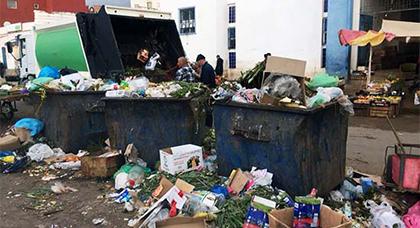 رئيس جماعة بني أنصار يطلق حملة نظافة في أهم أحياء البلدية