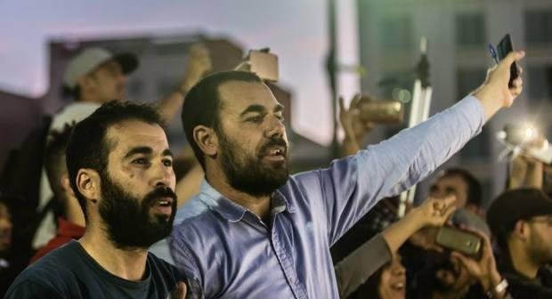 """دينامو الحراك نبيل أحمجيق يحكي للقاضي نكتة """"المثلجات والثومة"""" في أولى جلسات محاكمته"""