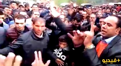 """فيديو: مداهمة الدرك لمنازل مزارعي """"الكيف"""" نواحي الحسيمة يدفعهم للاحتجاج"""