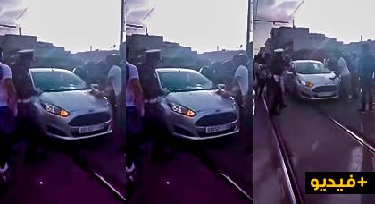 شاهدوا شخص سرق سيارة وبعد إلقاء القبض عليه حاول حرق جسده وسط العاصمة الرباط