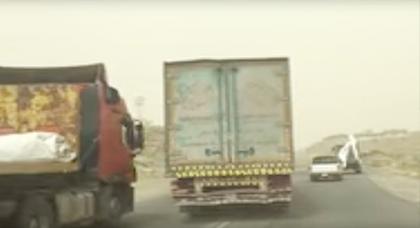 مطاردة هوليودية للدرك الملكي تسفر عن حجز شاحنتين محملتين بعجلات وملابس مهربة بتزطوطين