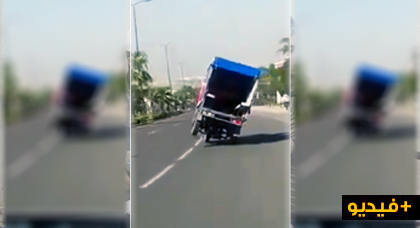 """بالفيديو.. شاهدوا سائق """"تريبورتر"""" متهور يثير سخطا في مواقع التواصل الاجتماعي"""
