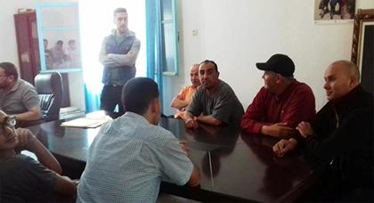 جماعة تمسمان تمنع رياضيي المنطقة من استغلال الملعب العمومي وهؤلاء يراسلون عامل الدريوش