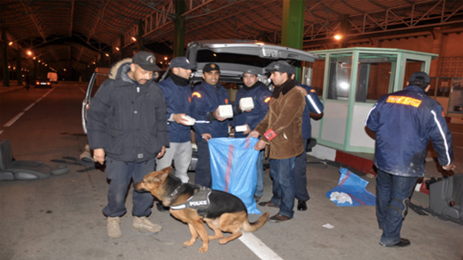 إلقاء القبض على مهاجر بميناء بني أنصار حول تهريب كمية من المخدرات