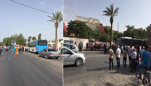 خلاف بين الطاكسيات والحافلات حول أحقية نقل المواطنين يربك حركة السير بالعروي