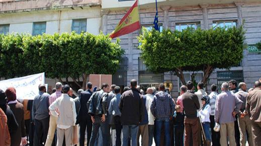 نصابون بالناظور يروجون مغالطات عن الهجرة إلى اسبانيا للإيقاع بالشباب في شراكهم