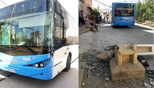 إغماء وجروح وإصابات وسط ركاب حافلة إثر اصطدامها بعمود كهربائي يقع وسط الطريق بالناظور