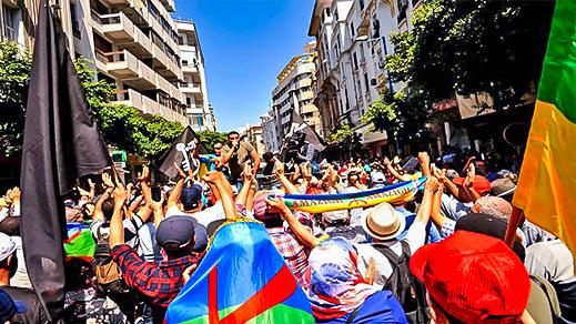 بالصور.. عائلات معتقلي الريف يتصدرون المسيرة الوطنية التضامنية في قلب الدار البيضاء