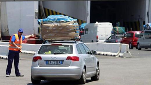 إدارة الجمارك : الأشخاص المقيمين بالمغرب لا يمكن لهم قيادة السيارات المرقمة بالخارج إلا إذا كان مالكها ضمن الركاب
