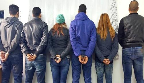 تفكيك شبكة إجرامية بينهم امرأة وجزائري ينشطون في تزوير جوازات السفر وشهادات الإقامة