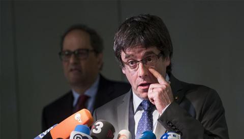 في خطوة مفاجئة.. إسبانيا تسحب مذكرات الاعتقال بحق كبار المسؤولين الكاتالونيين الفارين الى ألمانيا