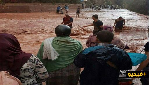 بالفيديو.. فيضانات في عز الصيف تثير الهلع في صفوف المواطنين والمصالح المختصة تخلي بعض المناطق