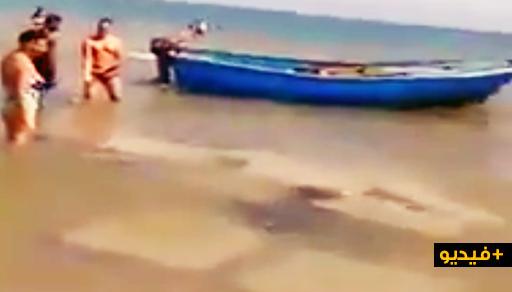 """فضيحة و بالفيديو.. مهاجرة مغربية تضع حواجز من """"السيمة"""" وسط البحر بالسعيدية"""