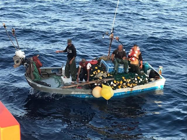 السلطات الإسبانية تنقذ 4 صيادين من الناظور تاهوا في البحر لعدة أيام بعدما تعطل قاربهم في عرض المتوسط