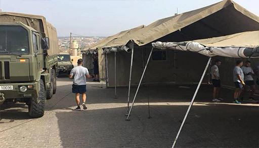 """نصب خيام عسكرية لإيواء """"الحراكة"""" في مليلية وسط مخاوف من ارتفاع أعداد المهاجرين"""