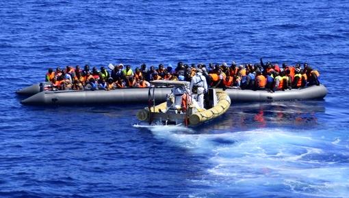 خطير.. مهاجرون أفارقة يطالبون إغاثتهم بعد تعطل قاربهم قرب سواحل الحسيمة