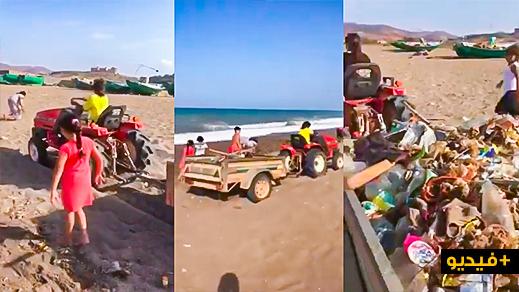"""أسرة صغيرة تجري حملة نظافة واسعة بواسطة """"جرار"""" بأرجاء شاطئ بتمسمان"""