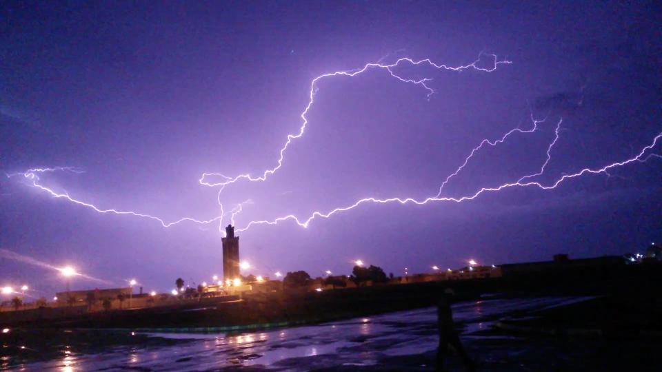 أمطار عاصفية محليا قوية اليوم الثلاثاء وغدا الأربعاء في العديد من أقاليم المملكة