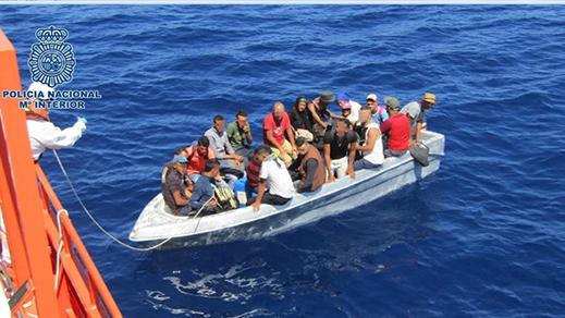 """بينهم فتاتان قاصرتان.. إنقاذ 17 """"حراك"""" على متن """"باتيرا"""" بالسواحل الاسبانية"""