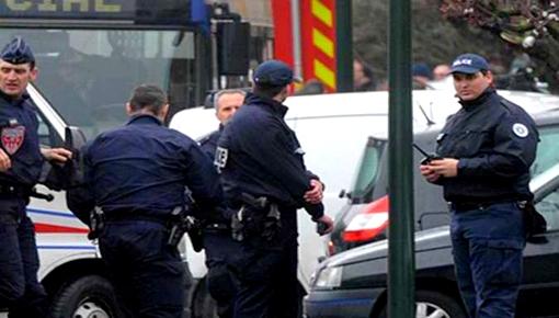"""توقيف شخص صاح """"الله أكبر"""" وحاول دهس عشرات المواطنين بسيارته جنوب فرنسا"""