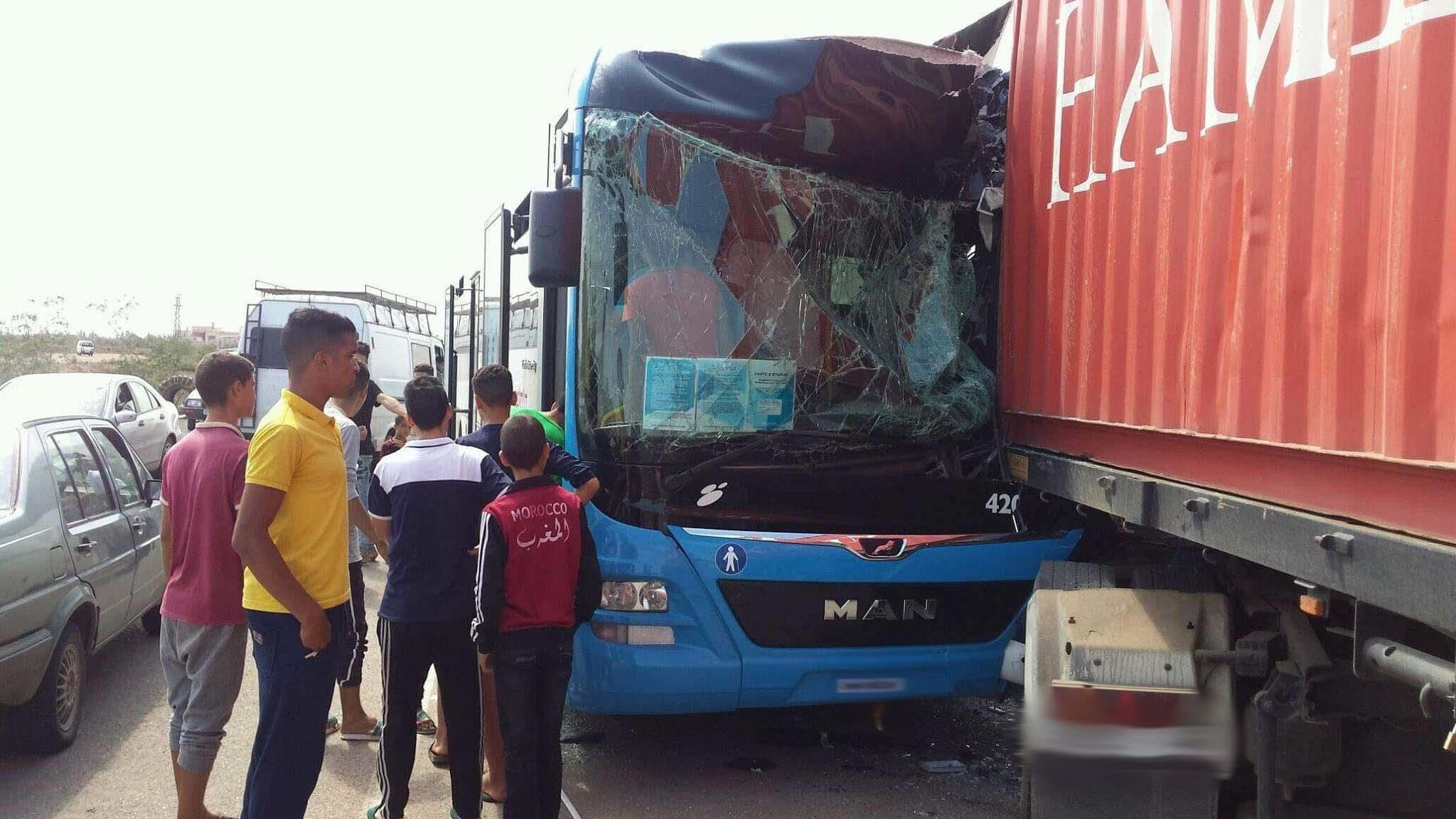 شاهدوا.. أول حادثة سير خطيرة لطوبيس الناظور الجديد قرب مرجان