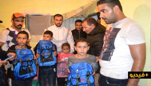 جمعية ثاومات للتنمية توزع عدد من المحافظ والأدوات المدرسية على تلاميذ مدرسة أرميلة بجماعة آيت مايت