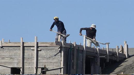 يهم العمال المستقلين والأجراء الخواص بالريف.. الحكومة تشرع في تنفيذ قانون تقاعد لفائدتكم