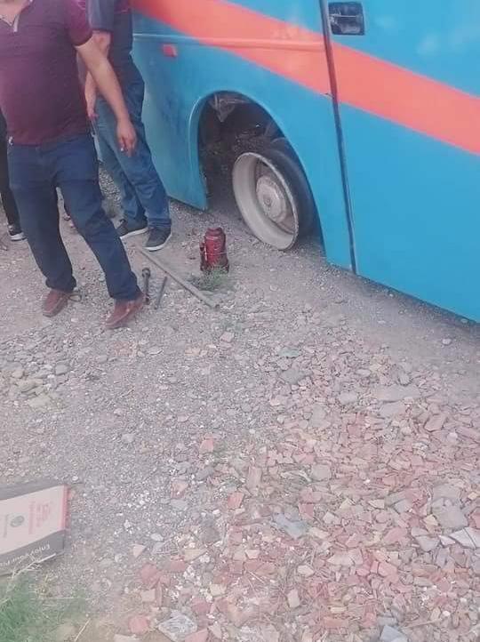 حافلة تقل مسافرين من الناظور الى تمسمان تنجو من كارثة حقيقية بعد إنفجار إحدى عجلاتها الخلفية