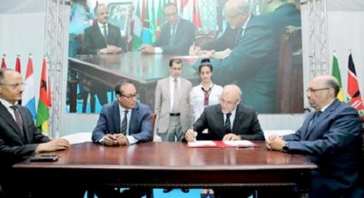 العثماني يشرف بالحسيمة على توقيع اتفاقية لاحداث 220 ألف منصب شغل