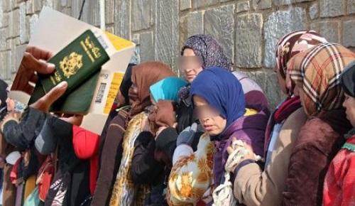 """أزيد من 2500 من عاملات """"الفراولة"""" المغربيات قررن البقاء في إسبانيا في وضعية غير قانونية"""