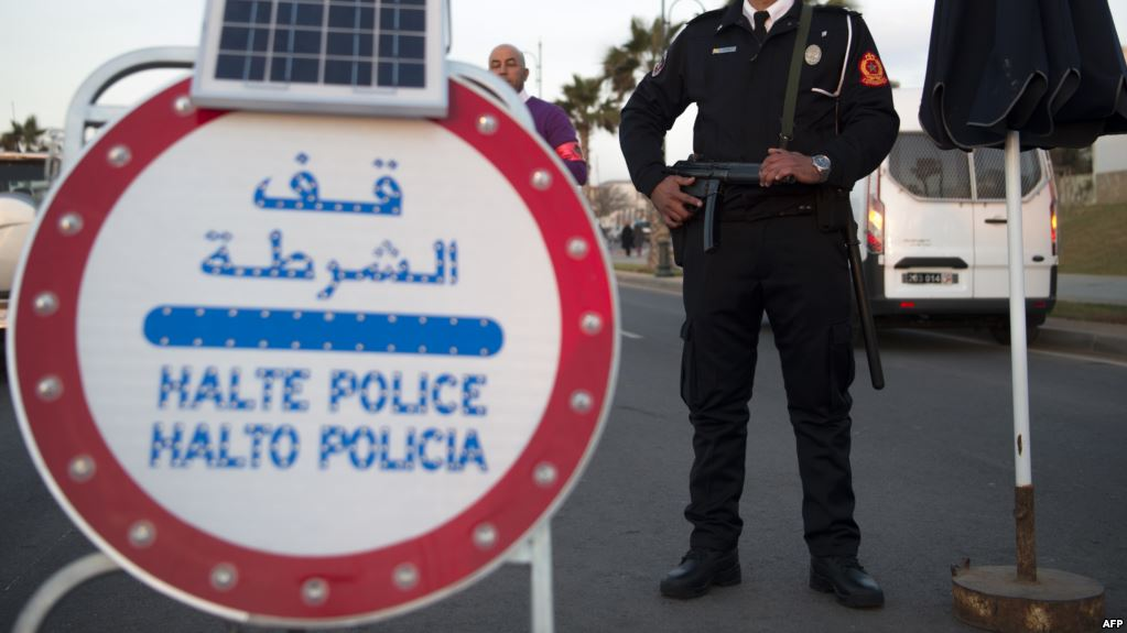 توقيف رجال شرطة ضمنهم امراة متورطين في السرقة والابتزاز