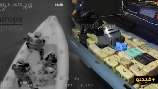 بالفيديو.. اعتراض قاربين يسفر عن حجز 5 أطنان من الحشيش وإعتقال 5 إشخاص بينهم مغاربة
