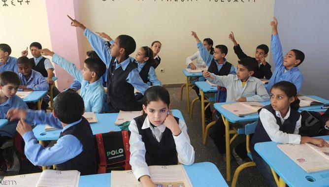 """يهم أسر التلاميذ بالناظور.. وزارة التعليم تعلن توسيع برنامج """"تيسير"""" للدعم المادي"""