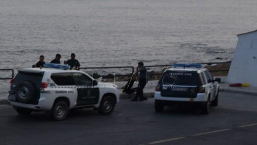 مهاجرين مغاربة وجدوا أنفسهم وسط الحرس المدني بسبتة بعد أن تاهوا في البحر خلال محاولتهم للهجرة الى إسبانيا