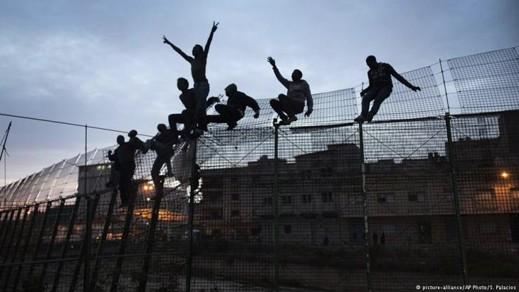 وفد من البرلمان الأوربي يتفقد الأسوار الشائكة بمليلية من أجل الوقوف على أوضاع المهاجرين