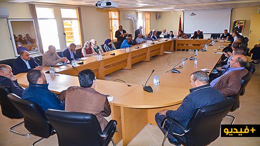 رئيس مجلس سلوان يتشبث بمنصبه والمعارضة ترفض التصويت على جدول أعمال دورة أكتوبر