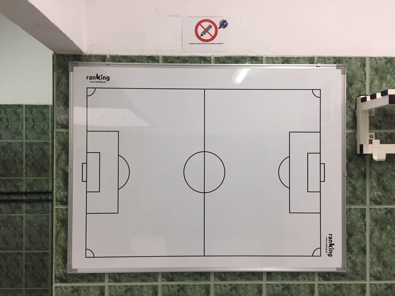 إقبال كبير على شراء تذاكر مباراة  ريال مدريد ومليلية والفريق المحلي يجري تغييرات بغرفة الملابس