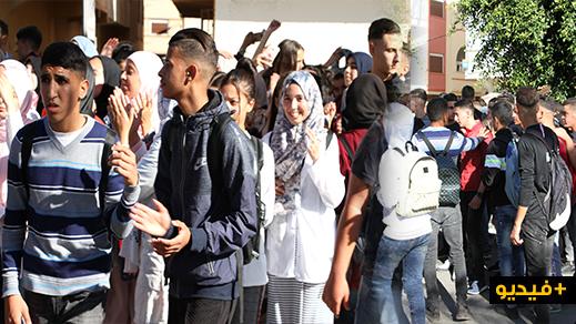 تلاميذ الناظور يخرجون في مسيرة احتجاجية لإسقاط الساعة الجديدة