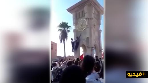 فيديو يشعل الفيسبوك.. تلاميذ مغاربة يتحدون السلطات وينقصون الساعة الإضافية من الساعة العمومية